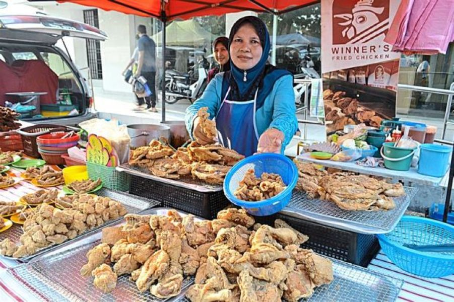 shariza-winners-fried-chicken-jelapang-night-market-perak