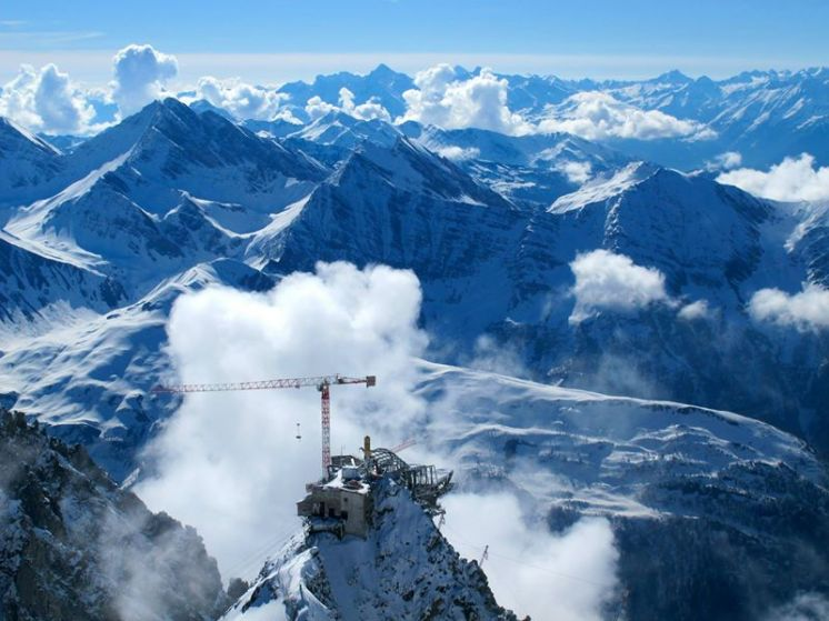 The new Punta Helbronner cable car station will be the highest structure on Mont Blanc when the project is completed in spring 2015.