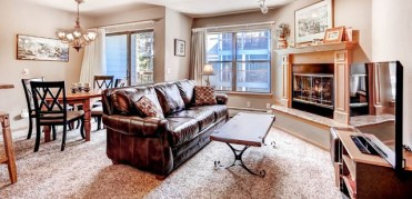 Roomy gathering areas at Rive Mountain Lodge at Breckenridge, makes it easy to bring everyone together on your ski trip. | Photo: Wyndham Vacation Rentals