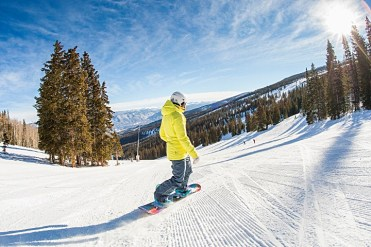 Cruising an Aspen Snowmass groomer. | Photo: Hall Williams, Aspen Snowmass