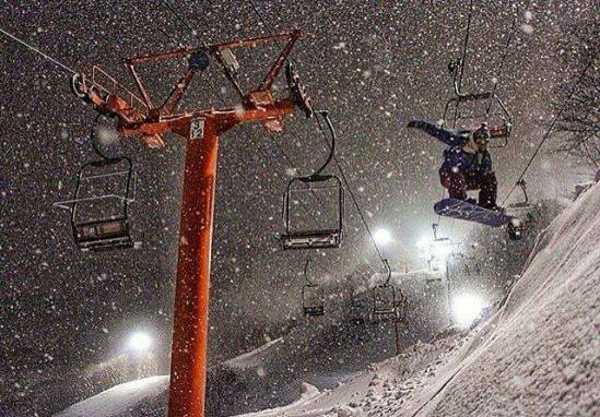 Niseko night skiing