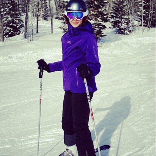 Emmy Rossum skiing