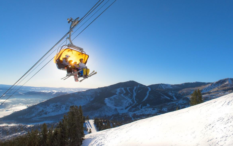 outdoor family winter time, family ski trips