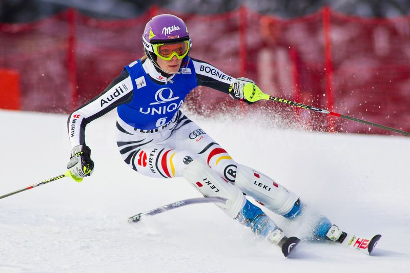 1324465312-ladies-fis-world-cup-ski-slalom-race-flachau_975993