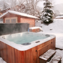 Chalet Tzigane outdoor hot tub