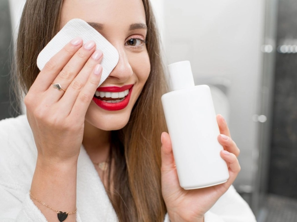 How You Should Care for Your Facial Dry Skin