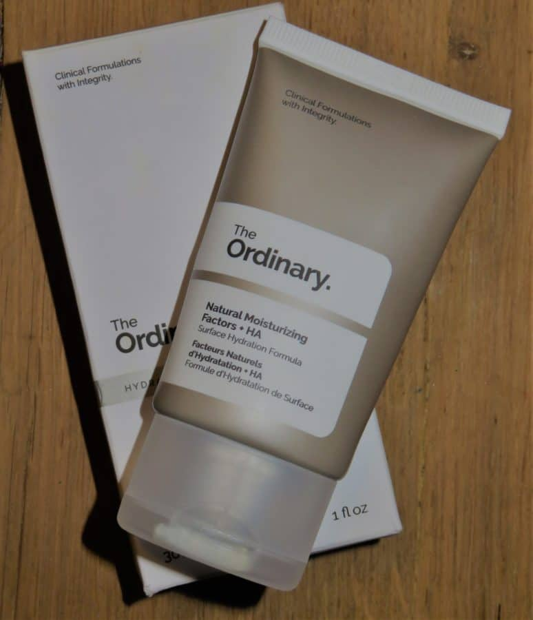 The ordinary natural moisturizing dagcrème is een dagcrème die vooral geschikt is voor de droge huid. Het biedt ontzettend veel hydratatie voor de huid en daarnaast nog vele andere goede effecten zoals het voorkomen van acne.