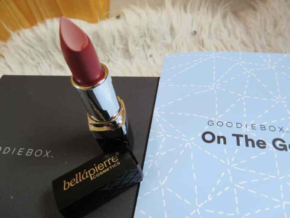 Prachtige dieprode lipstick van het merk bellápierre