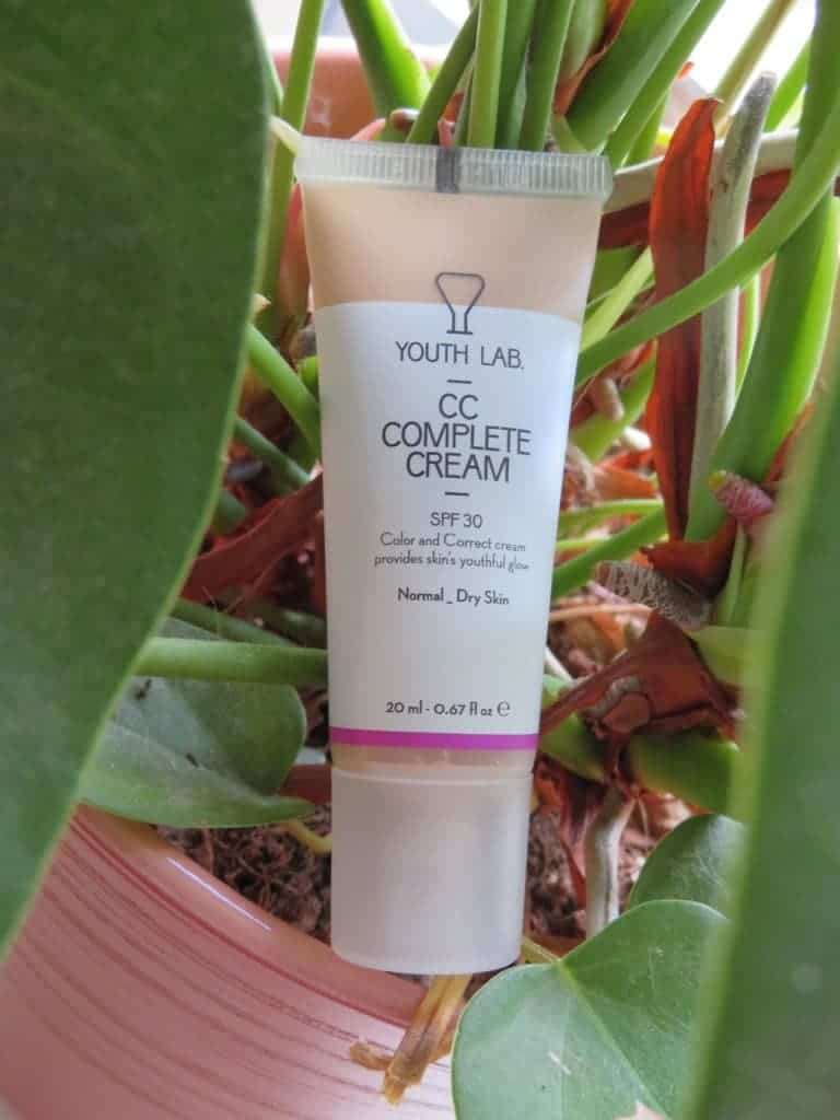 Youthlab CC complete cream SPF 30. Color and correct cream provides skin's youthful glow. Geschikt voor normale en droge huid.