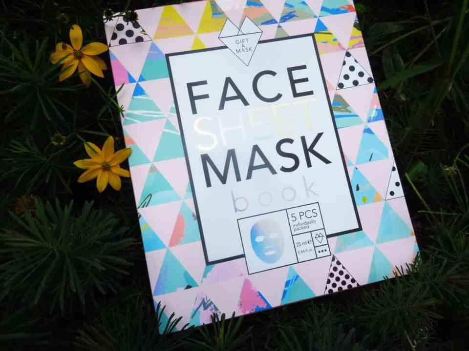 Face sheet mask book van Action. Het bevat 5 face sheet mask met charcoal, retinol, vitamine C, argan en collageen.