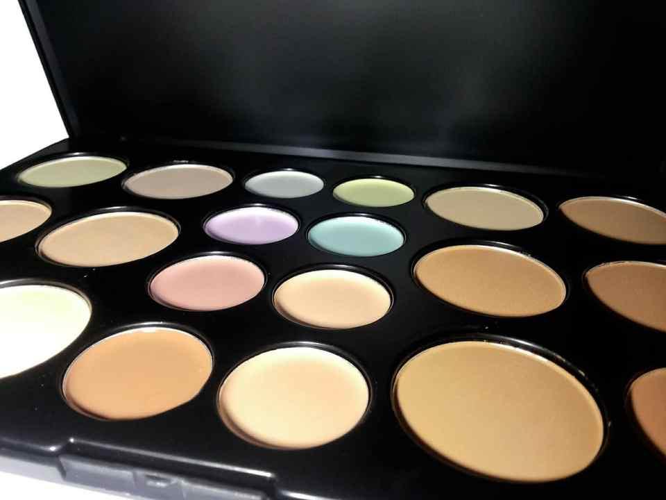 Kleurcorrigerende concealer, concealer, make-up, oneffenheden camoufleren, egaliseren, egale huid, puistjes, acne