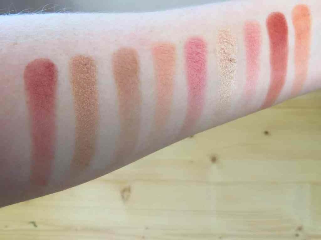 Swatches laritzy cosmetics athena oogschaduwpalette