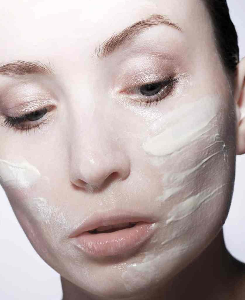 Dagcrème bepalen droge huid, dagcrème, crème op huid, tips dagcrème droge huid, huidroutine