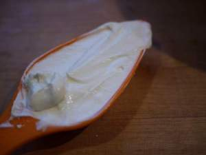 How to Use Yogurt for Skin Whitening – 7 DIY Face Mask Recipes Included