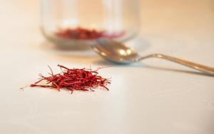saffron face pack for skin whitening