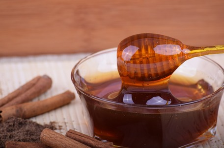 Fade acne scars with honey