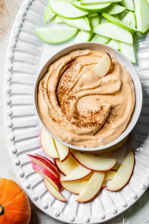 Pumpkin Pie Dip with sliced apples.