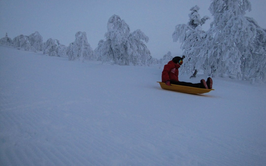 Pulkkailun hurmaa – Suomen pisin pulkkamäki nyt entistäkin pidempi