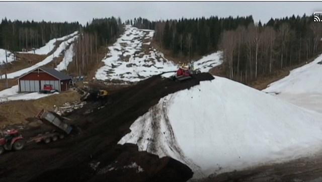 Også Tolvmannabacken har gemt sne til den nye sæson