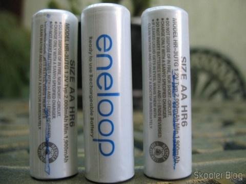 Pilhas Sanyo Eneloop falsificadas: a tinta da embalagem grudou nas pilhas