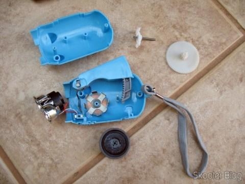 Lanterna-Porquinho desmontada: nada de bateria recarregável