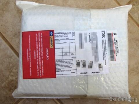 Pacote da DealExtreme com o Drive Óptico Portátil Combo Blu-ray, DVD+/-RW e CD-RW, tributado em Curitiba