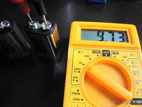 Segunda bateria Tweens após a carga, indicando 9,73V