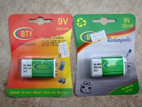 A embalagem antiga (à esquerda) e a embalagem nova (à direita) das baterias recarregáveis NiMH de 9V da BTY