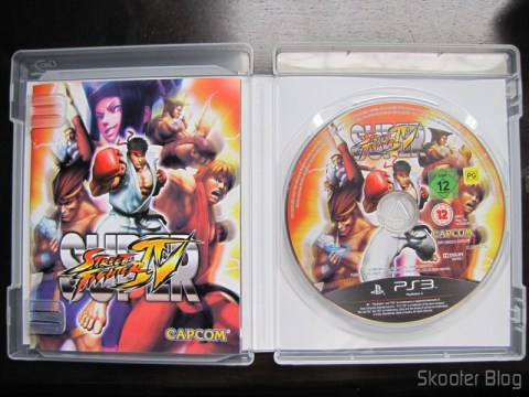 Manual e disco Blu-ray do Super Street Fighter IV do PS3