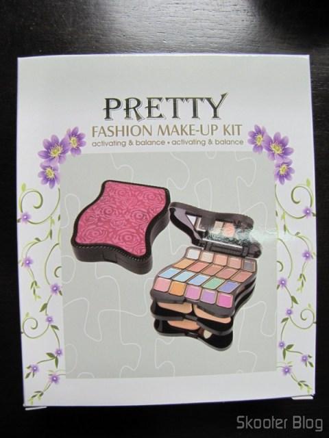 A caixa do kit de maquiagens