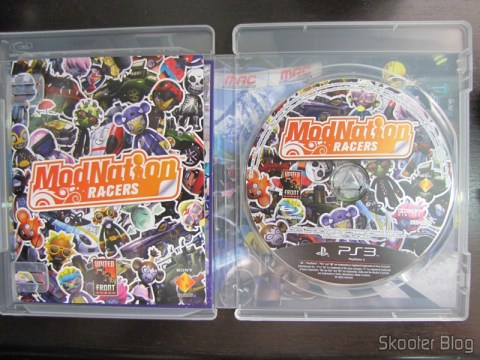 Manual e disco Blu-ray do ModNation Racers do PS3