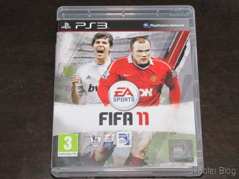 Fifa 11 (PS3) com a capa na versão inglesa: Kaká e Rooney