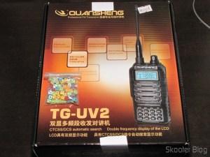 Pacote c/ 100 mini-dados coloridos e Rádio HT Walkie-Talkie Multi-Banda VHF/UHF, Dual Frequency, com VOX, Lanterna e Rádio FM
