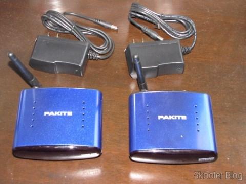 Transmissor, Receptor e Fontes de Alimentação do kit Transmissor/Receptor A/V Sem Fio com Extensor de Controle Remoto 5.8GHz Pakite PAT-530