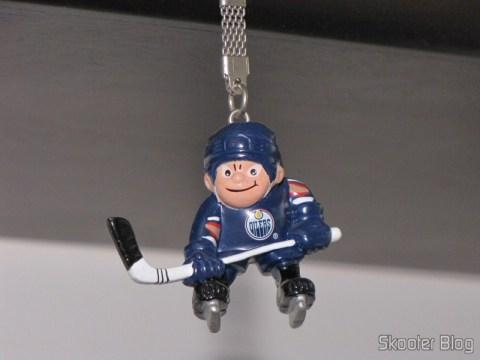 Chaveirinho do Edmonton Oilers, um dos raros produtos que já trazia o imposto incluído no preço da etiqueta