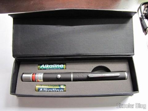 Dentro do estojo: Apontador Laser Vermelho 560nm com 50mW e 2 pilhas AAA alcalinas