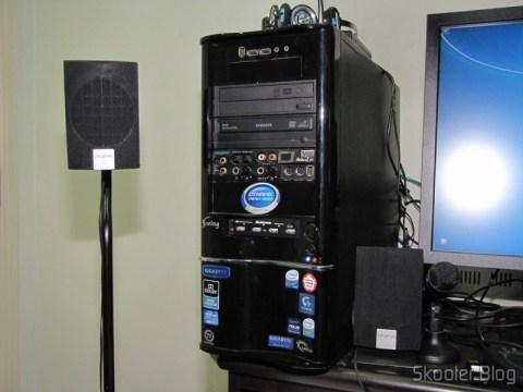 """O Painel Frontal para baia de 3.5"""" com leitor de cartões SDHC/MS/SD/MMC/TF/M2 e 4 portas USB instalado no gabinete"""