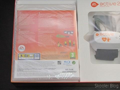 Parte traseira da caixa do Blu-ray e sensor de movimento e freqüência cardíaca do EA SPORTS Active 2 do Playstation 3