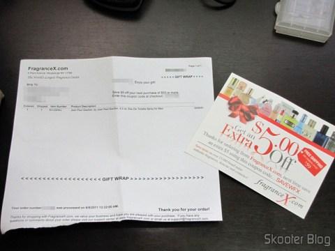 Um tipo de invoice descrevendo os itens do pedido, mas sem valores, e um cupom para a próxima compra