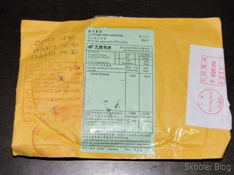 Pacote da DealExtreme com o Pendrive Sandisk Cruzer 32GB USB 2.0 Genuíno