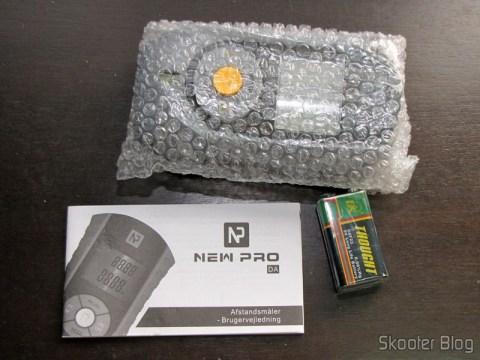 Medidor de Distância Ultrassônico com Apontador Laser e LCD de 2.0″ (Bateria 9V – G6F22) acompanhado do manual e da bateria