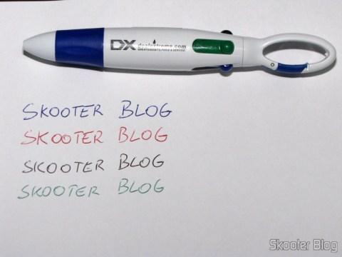 Escrevendo com a Caneta Esferográfica de 4 Cores com Logo da DX