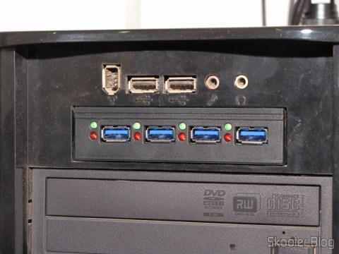 """Painel frontal 3.5"""" com Hub de 4 portas USB 3.0 instalado"""