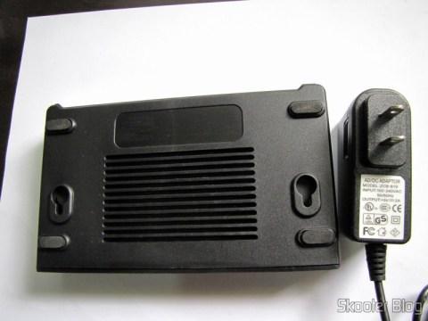 Parte inferior do Switch Fast Ethernet 10/100Mbps com 8 portas Auto MDI/MDIX