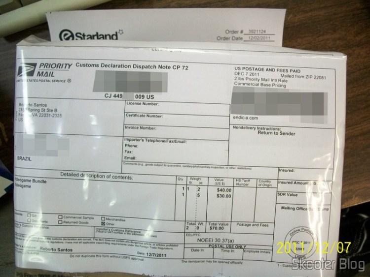 Pacote da eStarland com o Uncharted 3: Drake's Deception e o Rocksmith, enviado antes da postagem, através do Package Imaging Service.