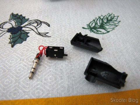 O adaptador de 3.5mm para 2.5mm quebrado no transporte do Rádio de Madeira, Recarregável com Energia Solar, com MP3 Player, FM, Slot SD, Slot USB e Auto Falante com Luzes