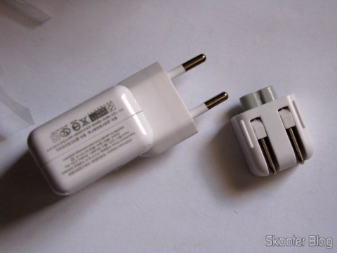 Carregador/Adaptador USB 1000mA 100~240V com Plug nos padrões Brasileiro/Europeu e Norte-Americano