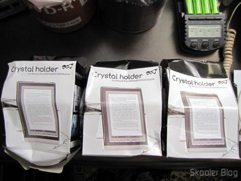 Suportes para Celular e Tablet de Plástico Cristal Transparente (Plastic Crystal Holder for Cell Phone/iPhone/iPad/PDR/MP3/MP4 – Transparent)