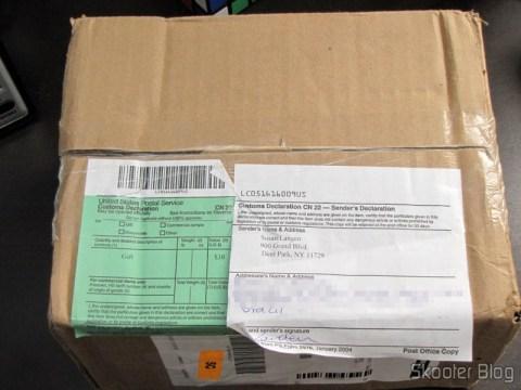 Pacote da FragranceNet.com com o ARMANI by Giorgio Armani EDT SPRAY 3.4 OZ for MEN e o Kit de Maquiagens Camaleon G1688