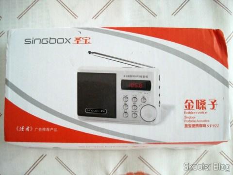 """Rádio Portátil e MP3 Player Singbox SV922 com FM, USB, TF, SD, Alto-Falante, LCD de 1.5"""" (SINGBOX SV922 1.5"""" LCD MP3 Player Speaker w/ FM / USB / TF - Black) em sua caixa"""